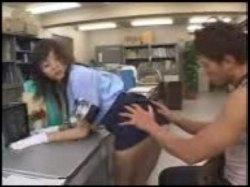 มีคนมาขโมยหนังสือโป๊ในร้าน รปภ.สาวคนนี้จะทำอย่างไร