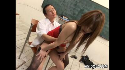 คุณครูสาวคนสวยมีเซ็กส์กับนักศึกษาในห้องเรียนอย่างเมามัน